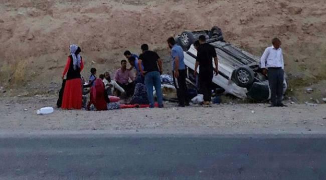 Malatya'da Minibüs Devrildi 13 Kişi Yaralandı