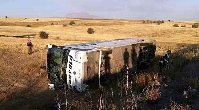 Otobüs Şoförü Uyudu Otobüs Devrildi 26 Yaralı